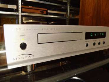 MYRYAD T-20 High-End CD-Player made in England 1998 silver Front